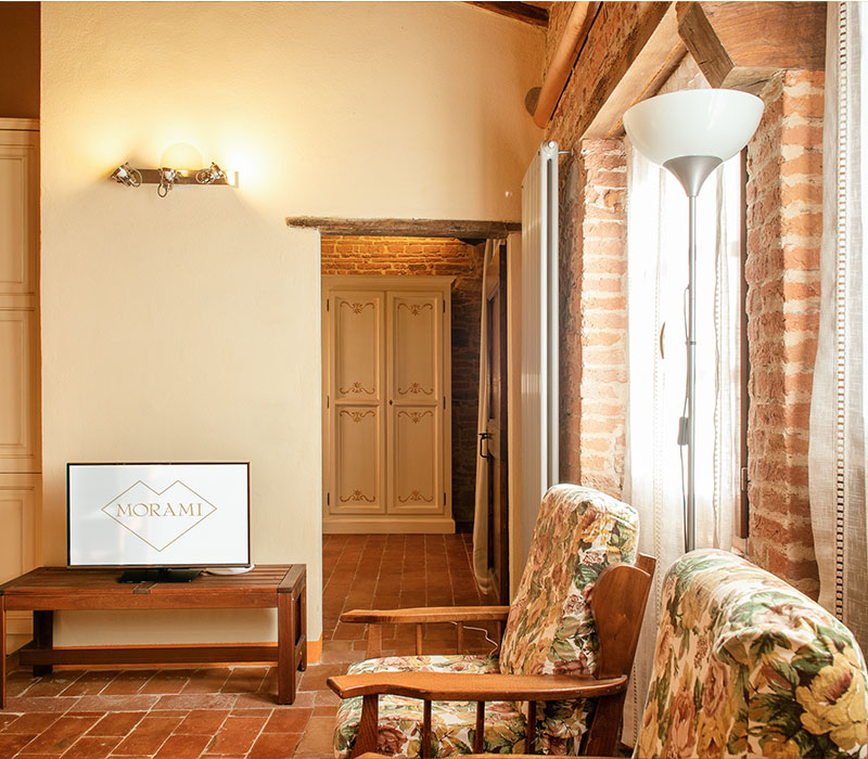 divano-con-tv-chardonnay